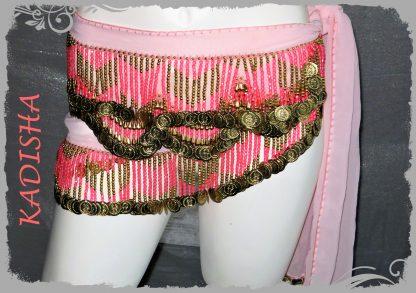 Chiffonschal in zartem rosa mit pinkfarbenen Perlen und goldenen Münzen
