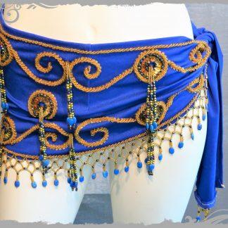 Hüfttuch in royalblau mit goldenen und blauen Perlen, Größe S