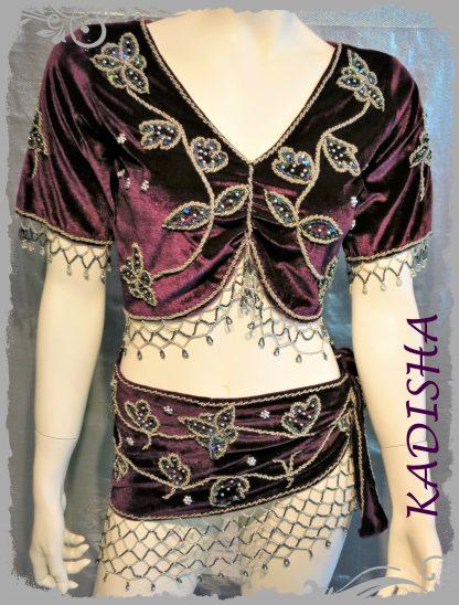 Set 2-tlg., Oberteil und Hüfttuch aus Samt in burgund mit silber bestickt, Größe S